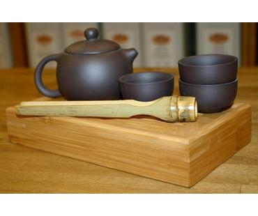 Kleines Teeset mit Teeboot